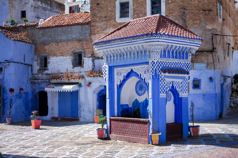 Plaza de azúl de Chefchaouén, Marruecos.