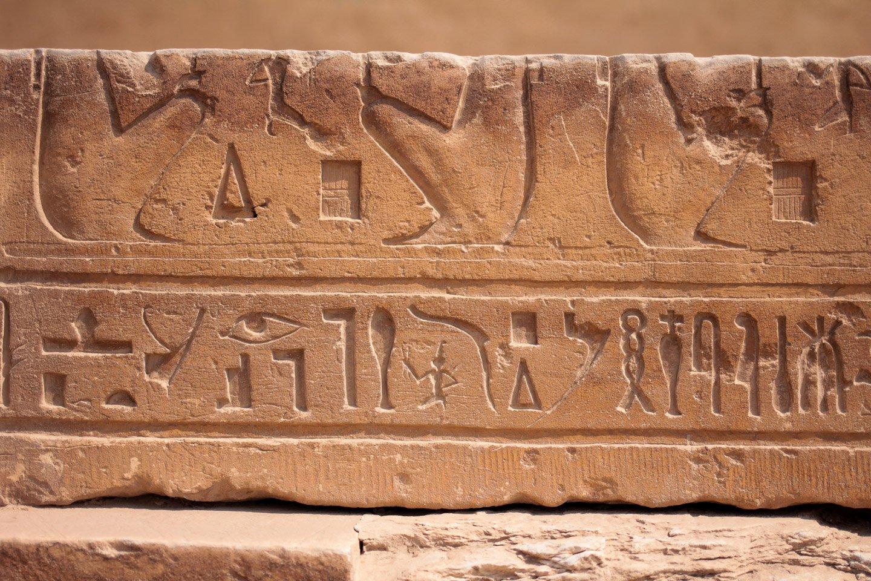 Jeroglíficos en las ruinas de Saqqara.