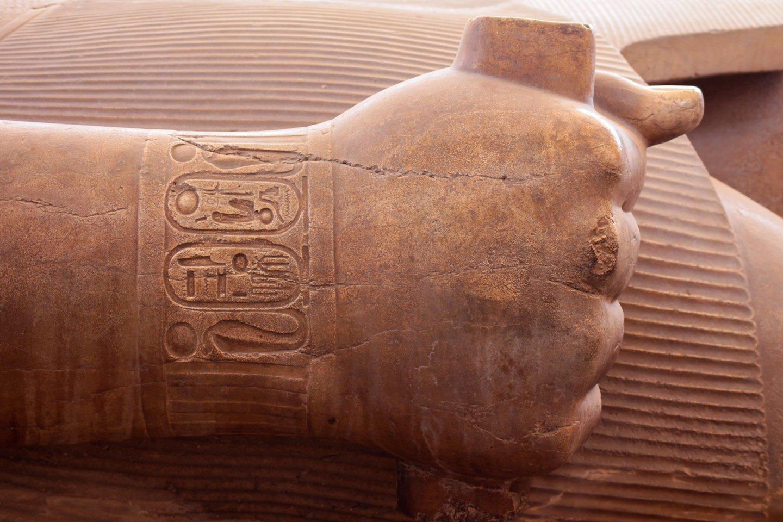 Mano coloso de Ramses II.