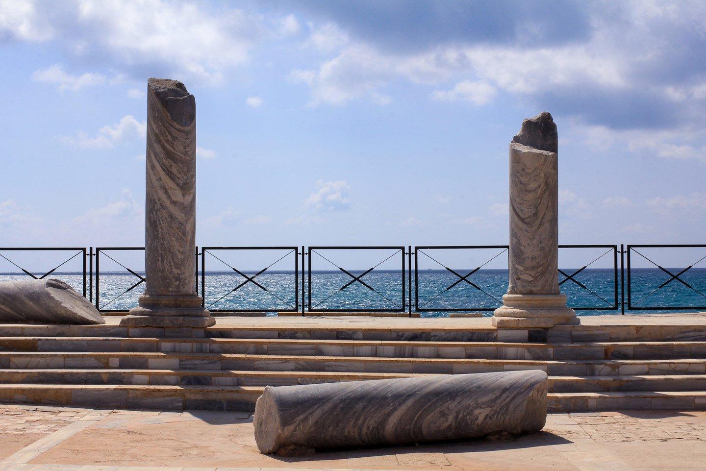 Pilares en las ruinas de Cesarea