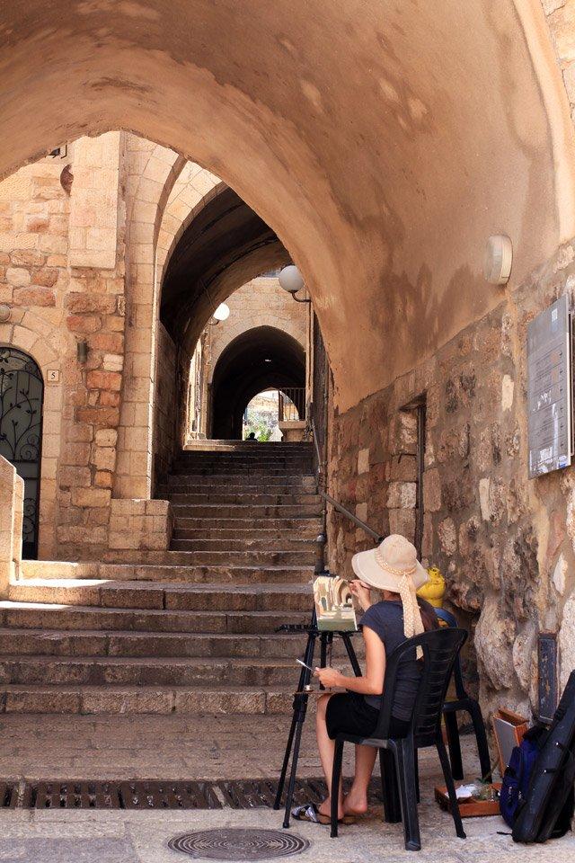 Pintando en los pasillos de Jerusalem.