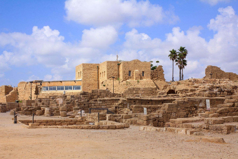 Una vista de las ruinas de Cesarea en Israel.