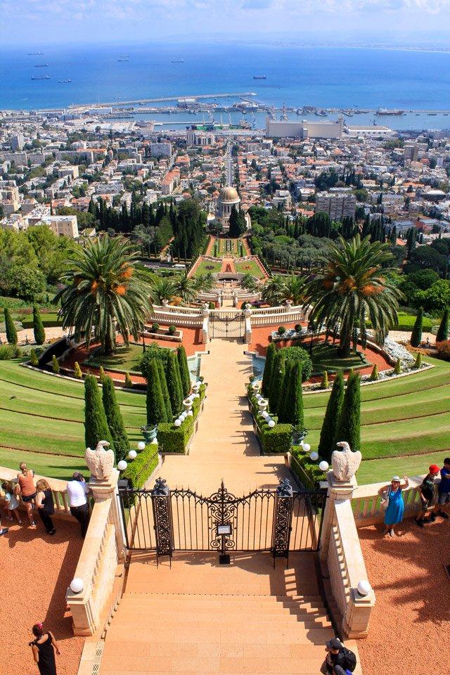 Vista superior a los jardines del Templo Bahai, Israel.